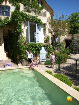 Nizas Holiday Apartment to rent, Herault, France - Great Views, Pool ~ Castrum