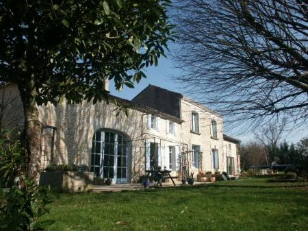 Holiday Rental Home with heated pool in St Simon De Pellouaille, Charente-Maritime, France ~ EARTH