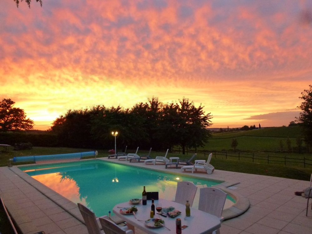 Beautiful Holiday Home with Pool to rent in Taillecavat, near Duras, Aquitaine, France