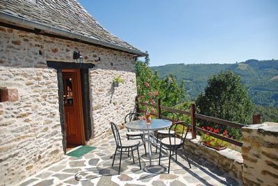 Beautiful stone Cottage in southern Cantal. Overlooking the Lot Valley, near Entraygues-sur-Truyere - La Maison du Four