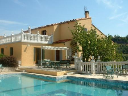 Luxury Ceret Holiday Rental Villa with Pool and Jacuzzi, Pyrenees-Orientales