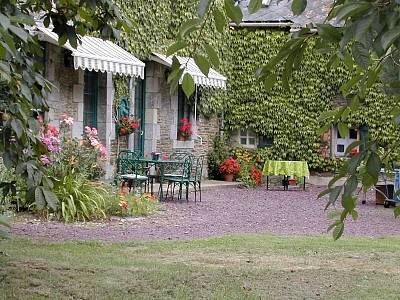 Ploermel Holiday Farmhouse in Brittany, France ~ 3 Bedroom Farmhouse with Above Ground Pool