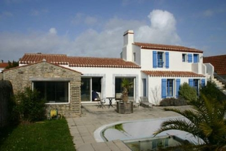 Vendee Holiday Villa with Heated Pool in Noirmoutier, France