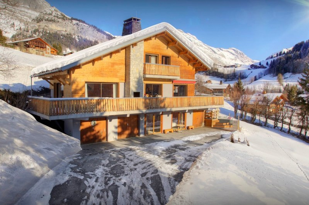 Le Chinaillon Holiday Chalet to rent, French Alps ~ Luxury 4 Bedroom Chalet