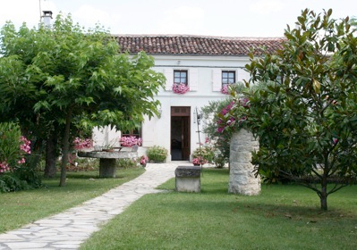 Holiday Cottage rentals, Charente-Maritime, Cognac, France, Pool and Jacuzzi