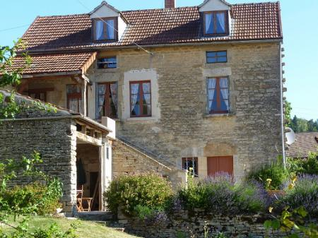 Spacious Detached Cottage in Burgundy, France ~ 2 bedrooms, Great Views