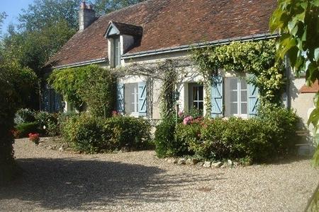 Hirondelle Farmhouse-La Folie, Betz-le-Chateau, Indre-et-Loire, France ~ 5 bedroom Holiday Farmhouse