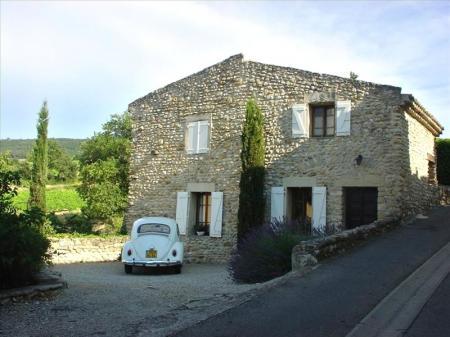 Two Bedroom Provence Holiday Farmhouse rental in Cotes Du Rhone, Cote-d`Azur, St. Roman de Malegarde