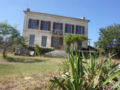 Manor House in Montpon Menesterol, Aquitaine, Dordogne / 5 Bedroom House