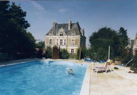 Maine-et-Loire Holiday Chateau Rental with Pool in Vernoil, France / 6 bedroom Coachman's Lodge