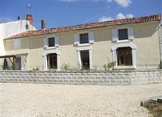 Farmhouse rental St Jean d`Angely, Charente-Maritime, France / 4 bedroom Charente-Maritime Farmhouse