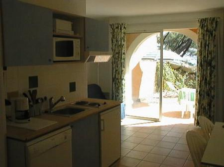 Sanary-sur-Mer Holiday Apartment rental in Provence, Shared Pool, 50 m from Beach