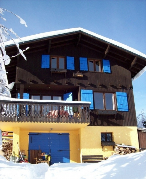 Charming winter sun alpine ski chalet in Chamonix valley, Perfect for families, Sleeps 6 + 2.
