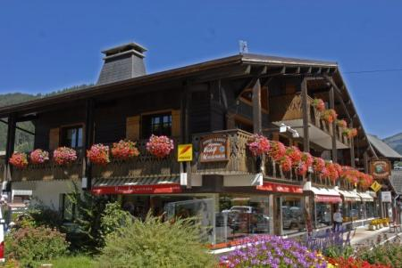 Fantastic 6 bedroom Morzine chalet rental in French Alps, Haute-Savoie