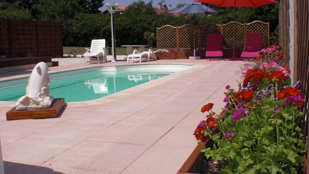 2 bedroom Holiday Gite Rental in La Rochebeaucourt, Dordogne, France - Les Volets Framboises