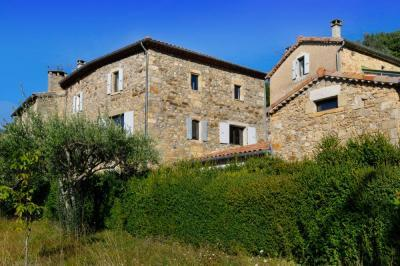 6 bedroom luxury house rental situated in Rhone-Alpes, Ardeche, Largentiere /Jeanne Mas
