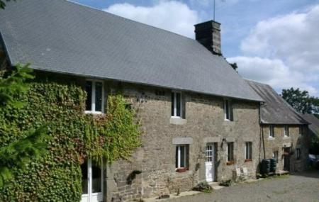 17th Century Normandy Bed And Breakfast in Montaigu-les-Bois, France / Le Maupas