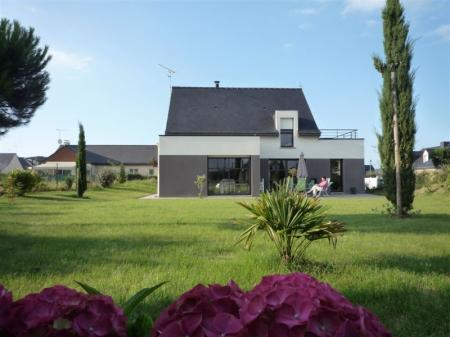 4 bedroom Modern Holiday Rental Villa in Pleneuf-Val-Andre, Brittany / Close To The Beach And Shops