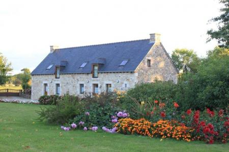 2 Bedroom Holiday Cottages in Henansal, Brittany, France / 3 Star Cottages