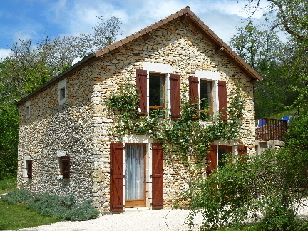Spacious self-catering gite in beautiful valley near Lot/Dordogne border