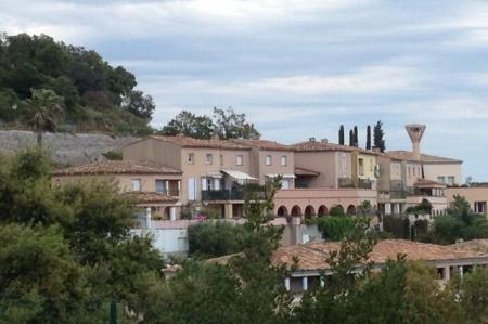 Holiday Apartment with Pool to rent in Sainte-Maxime, Var, Provence / 1150
