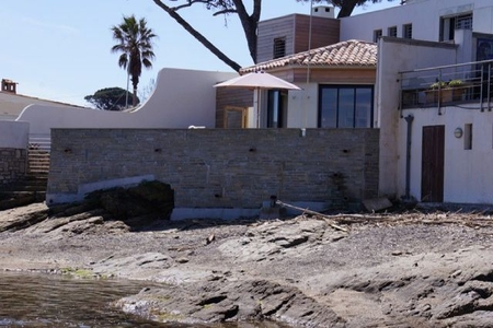 Beachfront Holiday Villa to rent in Sainte-Maxime / 0270