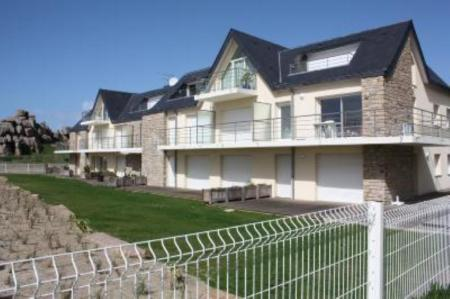 Holiday Apartment to rent on Cote de Granit Rose, France / Stunning Views