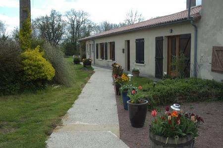 Self Catering Holiday Gite to rent, Nr Argenton Les Vallees, Deux Sevres, France / La Baie