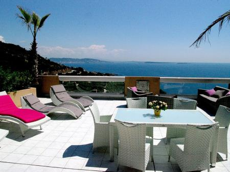 Holiday Penthouse Apartment Near Cannes, Theoule-Sur-Mer, France / Large Terrace, Sea Views