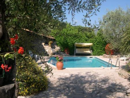 Luxury Holiday Apartment Rental With Private Pool in Gattieres, Nice Area, France