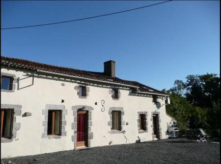 Self Catering Deux Sevres Holiday House for Rental, Largeasse, France /  Les Trois Soleils
