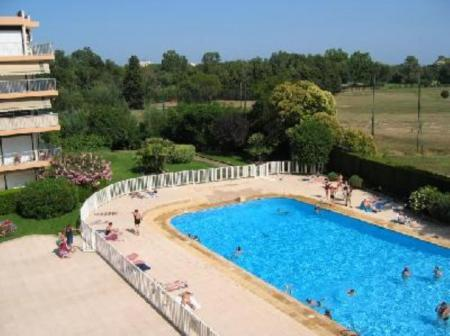 Mandelieu-La-Napoule Holiday Apartment with Swimming Pool to rent on Cote d'Azur, France