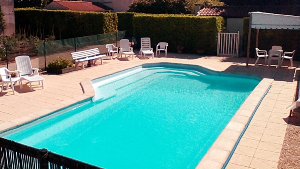 Gite in the Vendee, Nieul Sur L`Autise, France, Heated Pool, Free WIFI