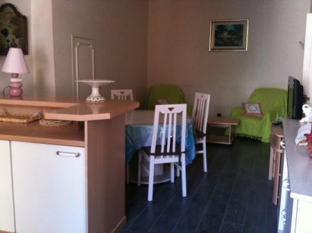 2 Bedroom Holiday Apartment Rental in Menton City Centre, 150m to beaches
