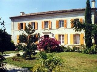 Poitou-Charentes Holiday Home with Large Pool, Between Celles and Melle, France