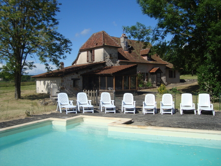 Holiday Farmhouse with Private Pool in a village near Figeac and the river Lot, France