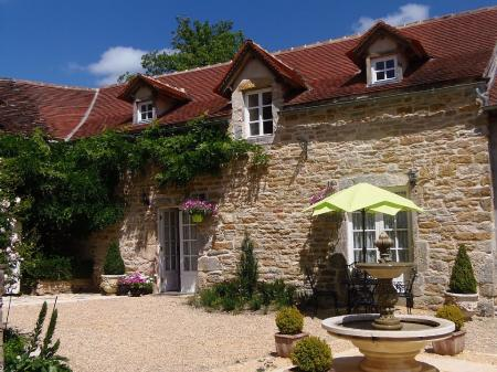 Holiday Cottage Rental With Pool & Courtyard Garden In Aveyron, SW France