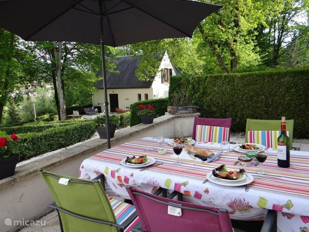 Carlux holiday Gite Rental with Shared Heated Pool in Stunning Area, Dordogne, France / Eglantiine