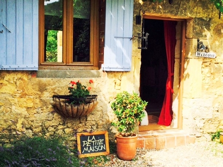 La Petite Maison / Charming Holiday Gite Rental in Dordogne, France