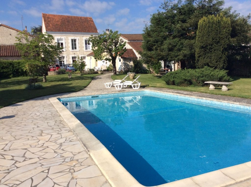 Beautiful Spacious Studio Apartment With Large Private Pool In Mansle