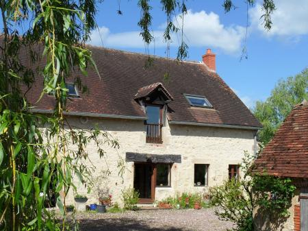 Lovely Country Holiday Home in Pouzy-Mesangy, Auvergne, France
