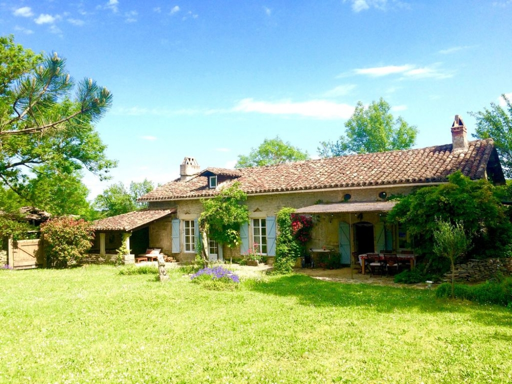 Charming Caylus Holiday Farmhouse Rental with Private Pool in Midi-Pyrenees, France / Great Views