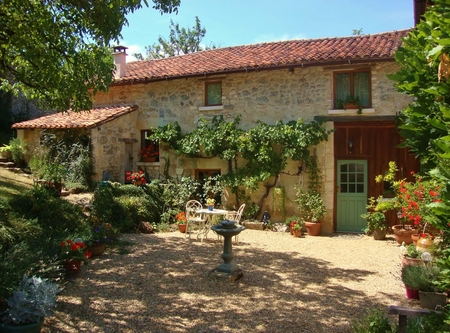 Gite Rental for two with Pool In Quiet Location, Near Brantome, Dordogne, France / The Stables