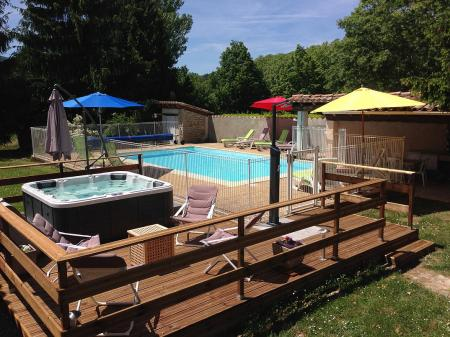 Spacious Gite with Pool and Jacuzzi in Arques, Aude, Languedoc, sleeps 4
