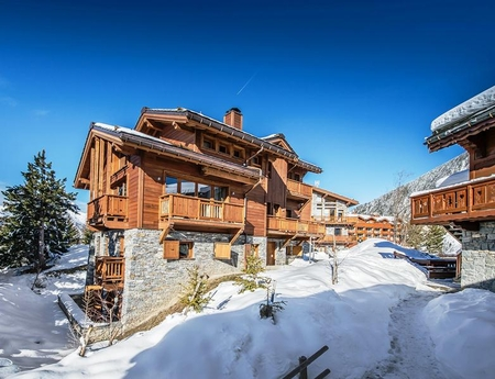 Courchevel Moriond Holiday Ski Chalet to Rent with Beautiful Swiming Pool / Chalet OVERVIEW