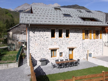 Self Catering Holiday Chalet in Faverges, Haute Savoie, France / L`ARCLOSAN