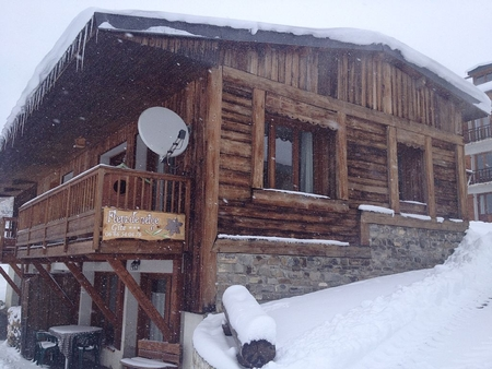 2 bedroom Holiday Chalet Rental in Albiez Montrond, French Alps / 150m from the slopes