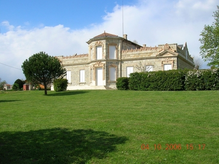 Chateau Holiday Apartment In Marmande, Lot et Garonne, France