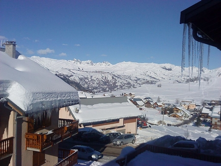 Self Catering One Bedroom Holiday Apartment in Albiez Montrond, French Alps / 50m FROM SKI SLOPES