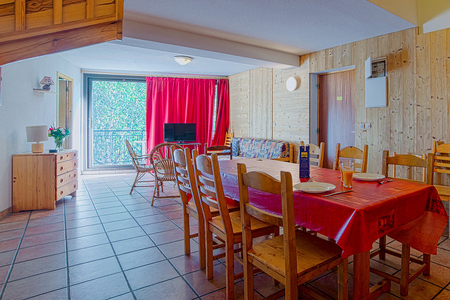 Furnished Bourg St Maurice Holiday Rental Apartment, Savoie, France / Le Roignaix